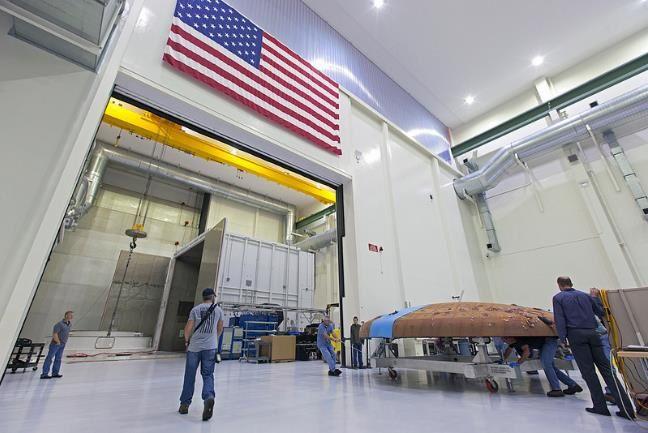 Le bouclier d'Orion EM-1 transféré dans une chambre thermique