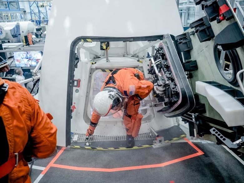 Tests d'extraction du vaisseau Orion en cas d'urgence