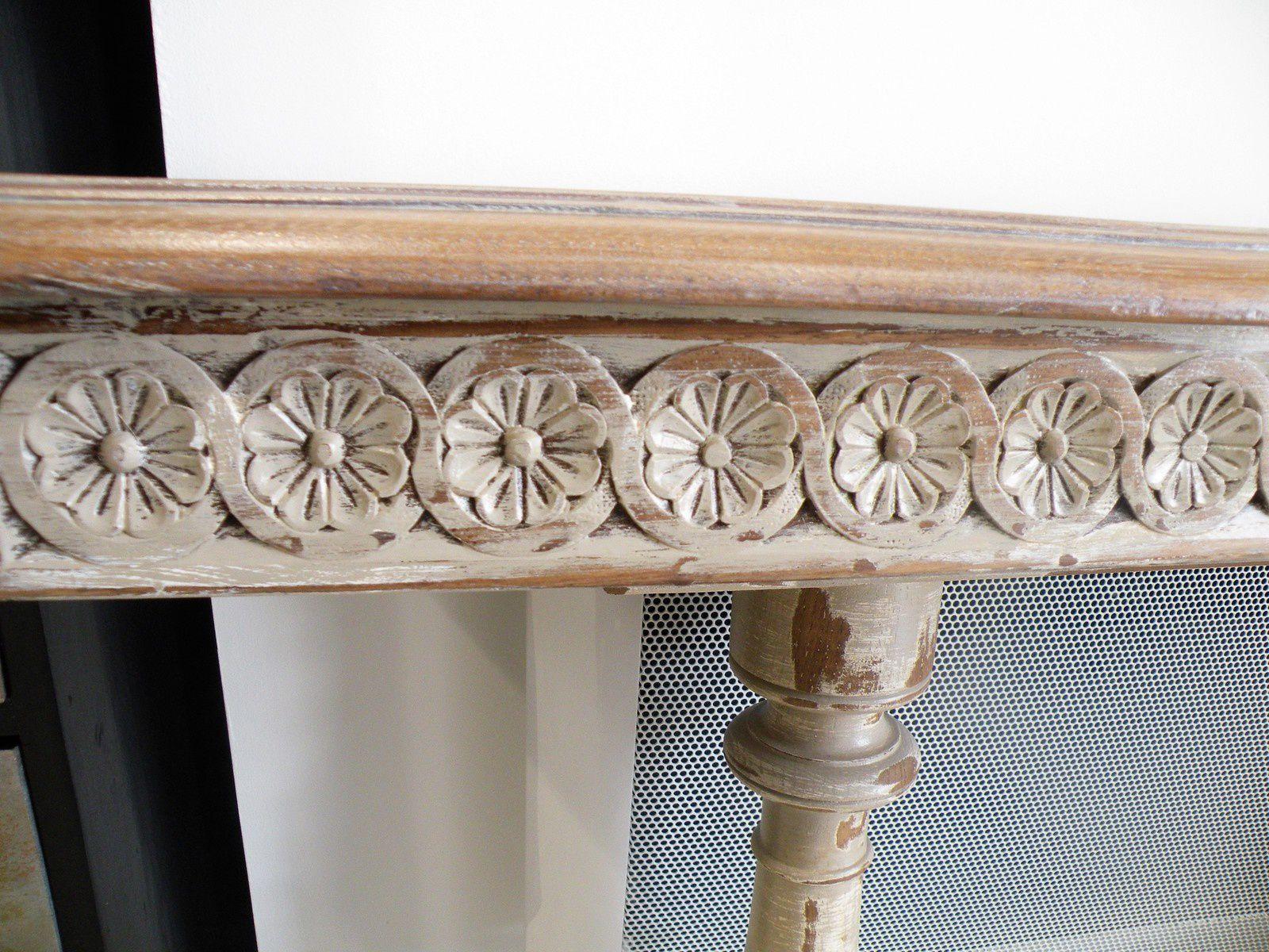 C'est à l'origine une table Henry II .