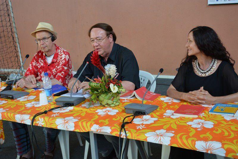 Peter Bakowski, Imasango Katia avec au centre Frédéric  Ohlen modérateur Photo JP
