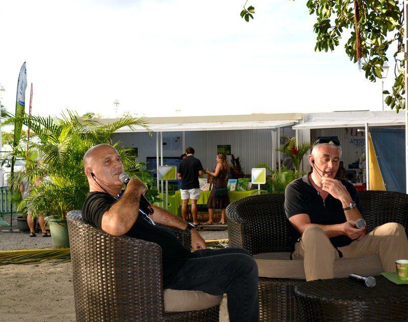 Patrice Guiaro et Iian Levison sur le paepae. photo JP