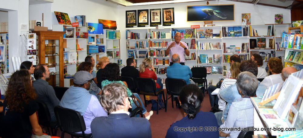 Représentations et Pratiques Sociales en Milieu Kanak par Frédéric Patane à la librairie Calédo Livres, un franc succès, un public nombreux