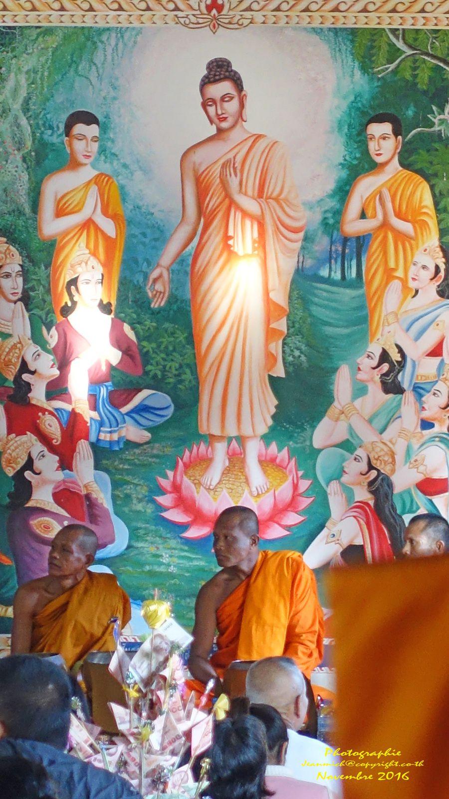 Cérémonie au temple du village (Thaïlande Isaan)