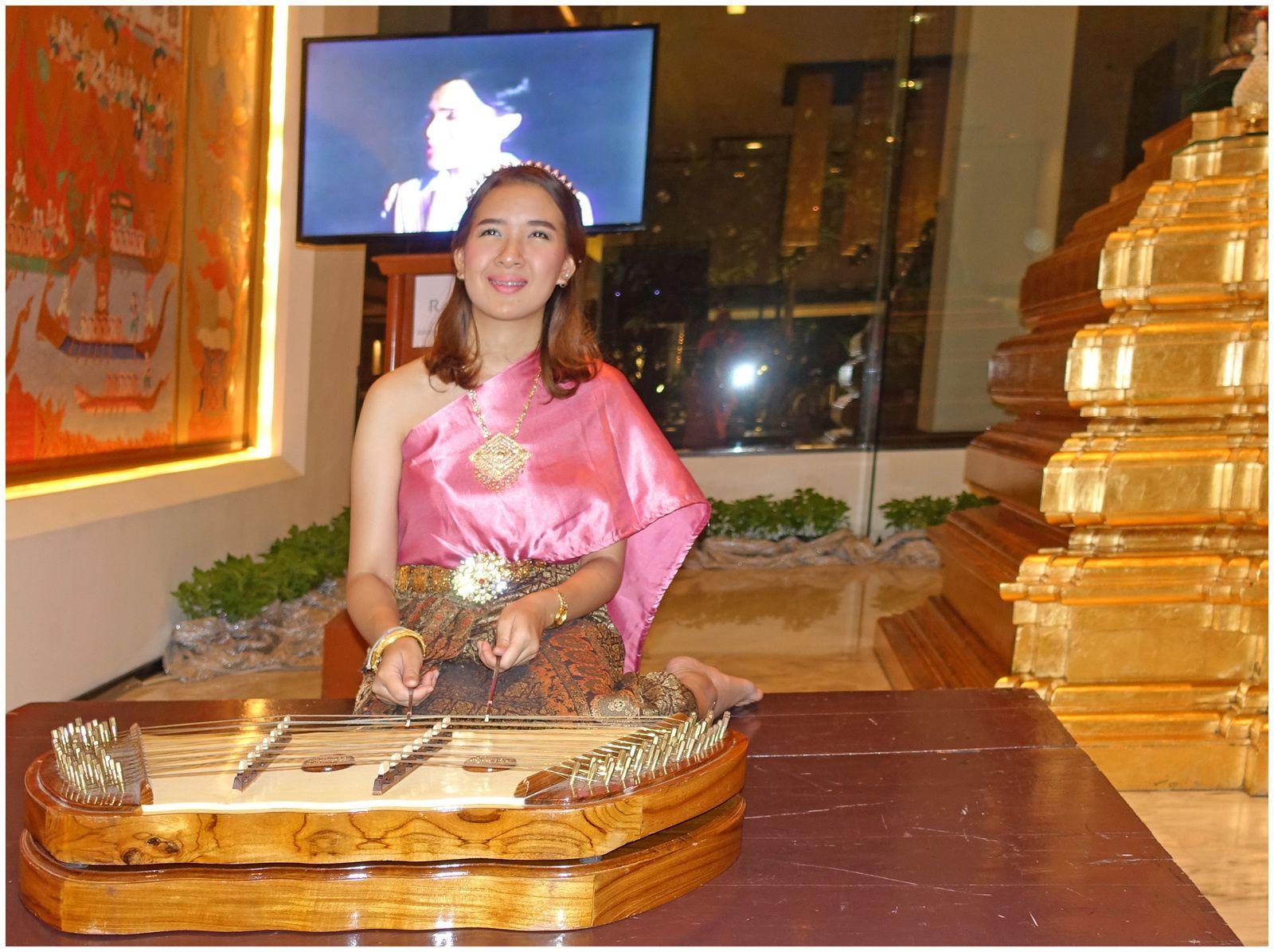 Soirée à Bangkok avec notre nièce Pio...,