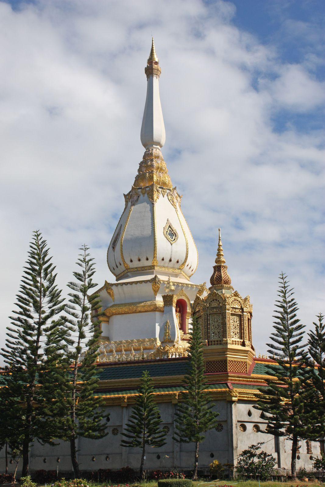 Photo numéro 26 (Phra Maha Chedi Chai Mongkhon Province de Roi Et)