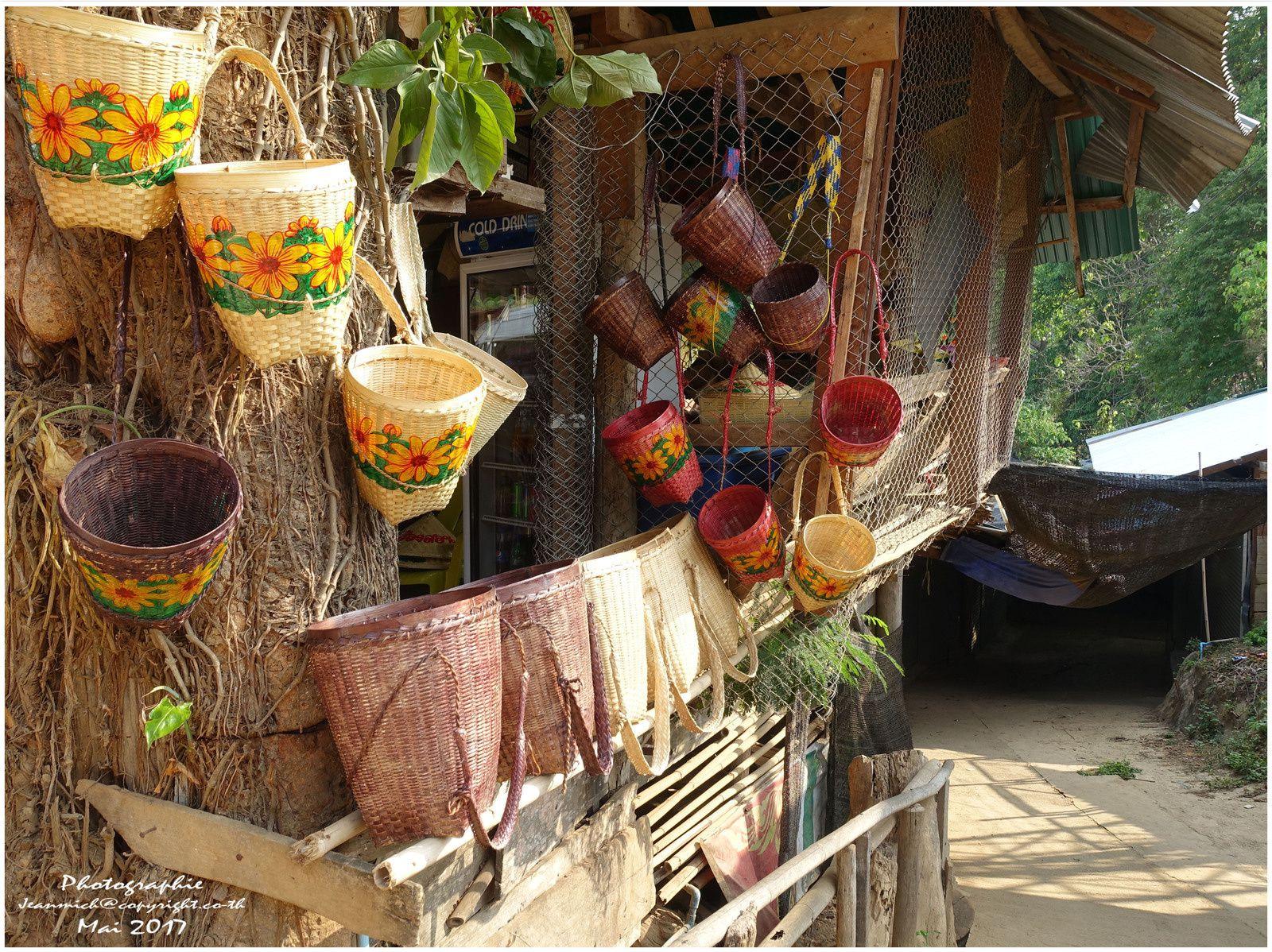 Les femmes girafes (tribu de Karen Thaïlande)