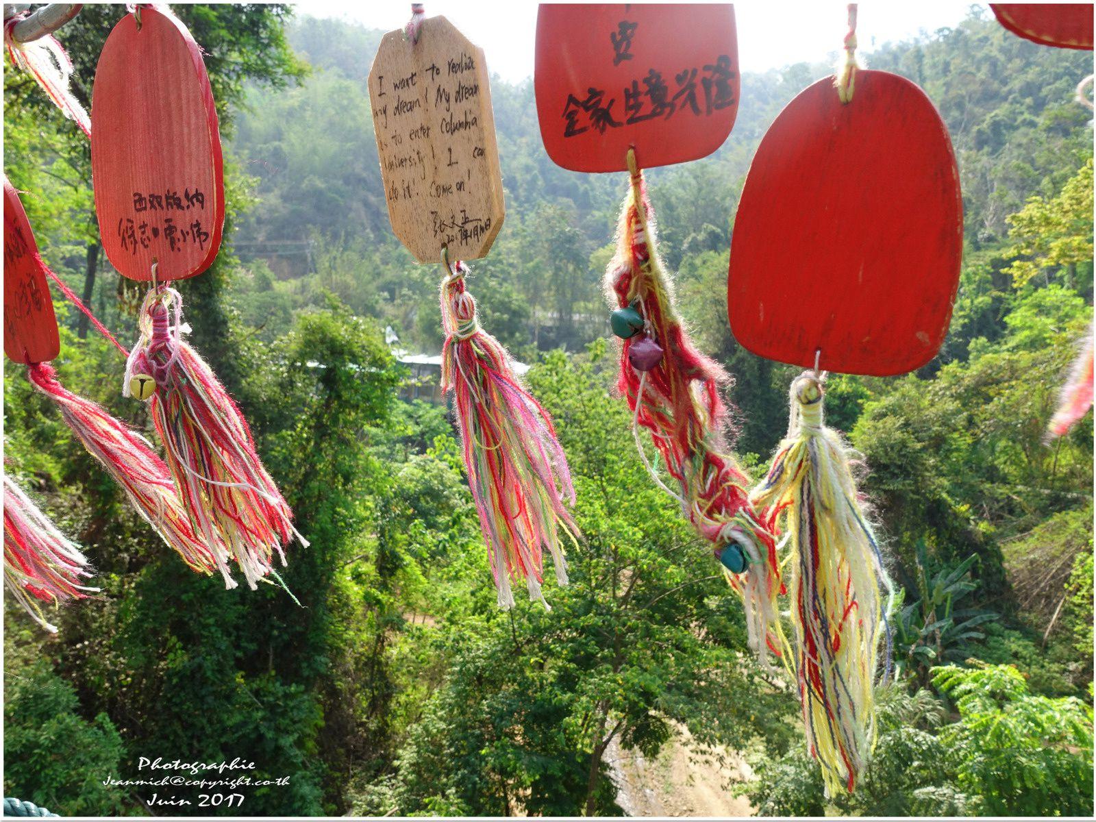 Un peu de fraîcheur vers cette chute d'eau Xishuangbanna (Yunnan Chine)