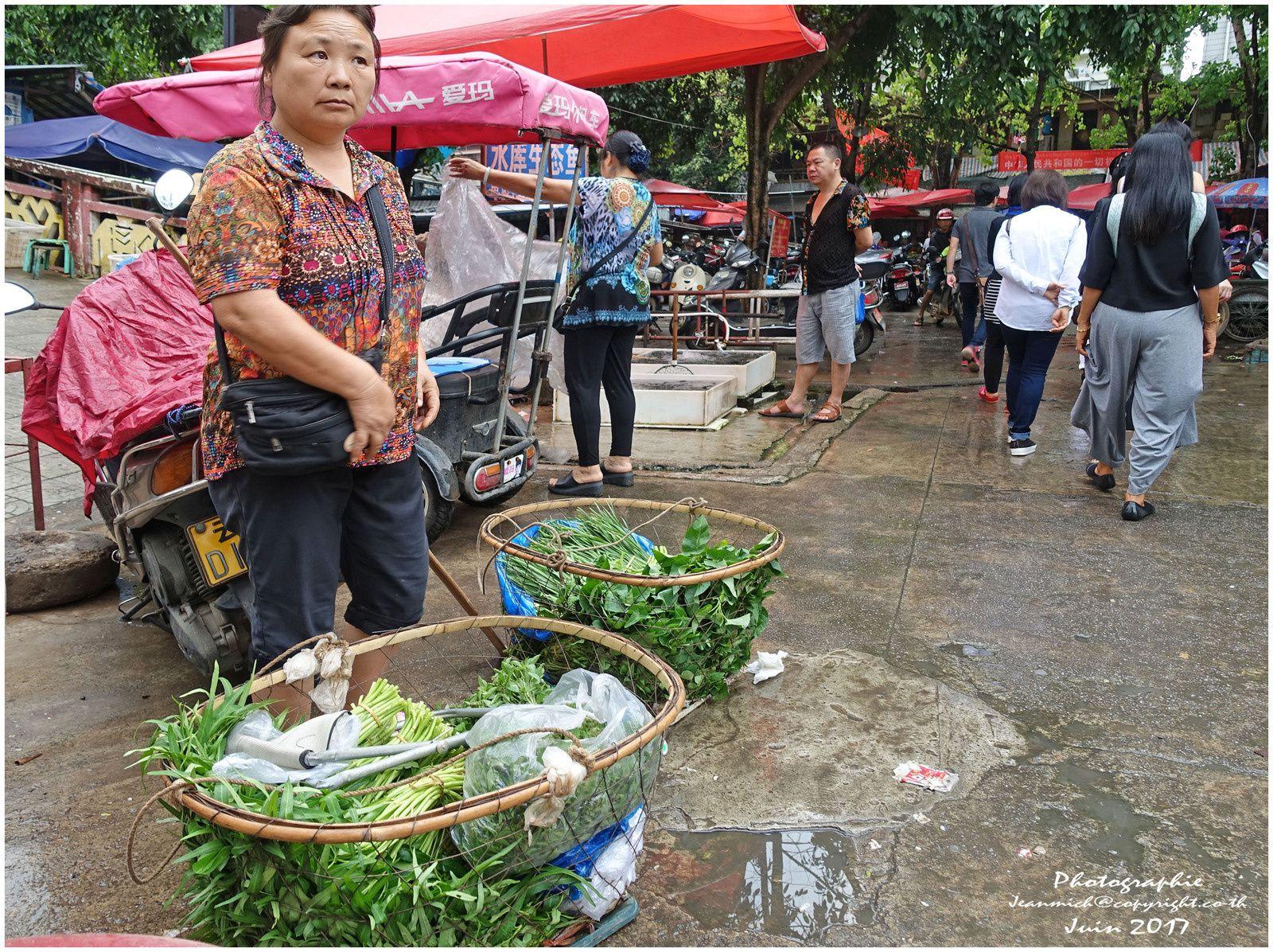 Un marché dans la ville de Xishuangbanna (Yunnan, Chine)