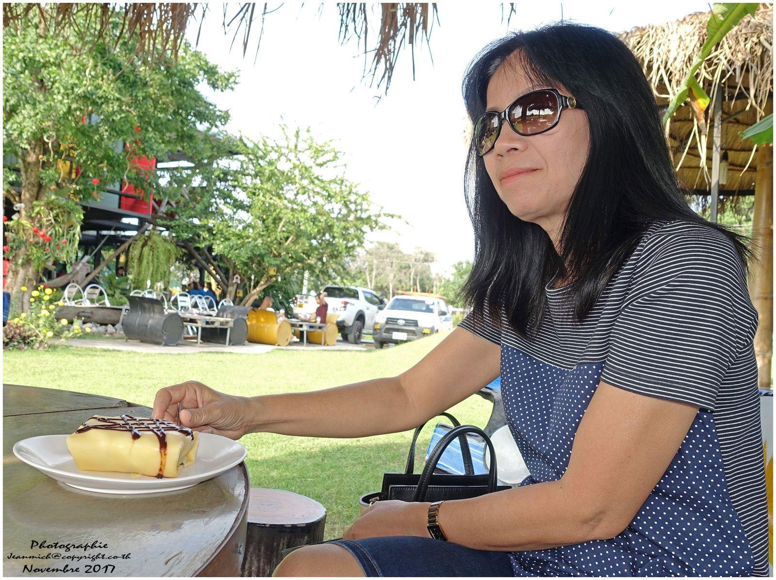 Le temps d'un café à Ubonrat (Thaïlande, Isaan)