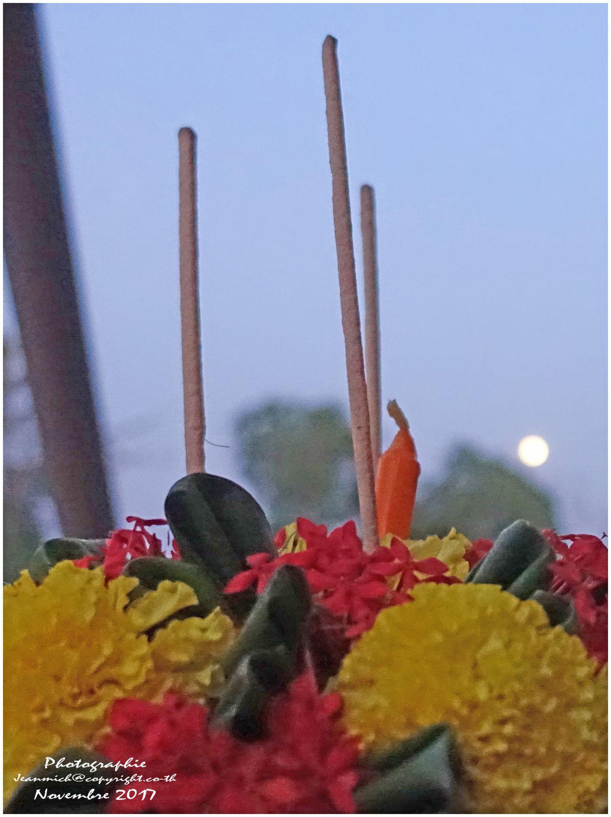 Loi Krathong (festival des lanternes Thaïlande)