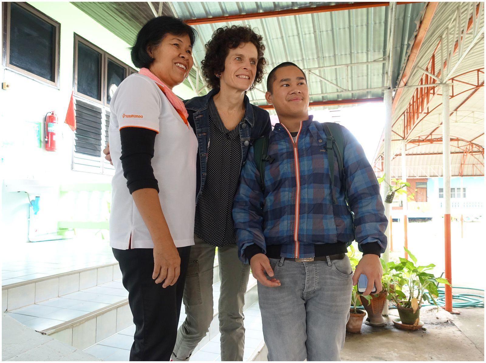 Retrouvailles et émotions à l'orphelinat de Khon Kaen (Thaïlande)