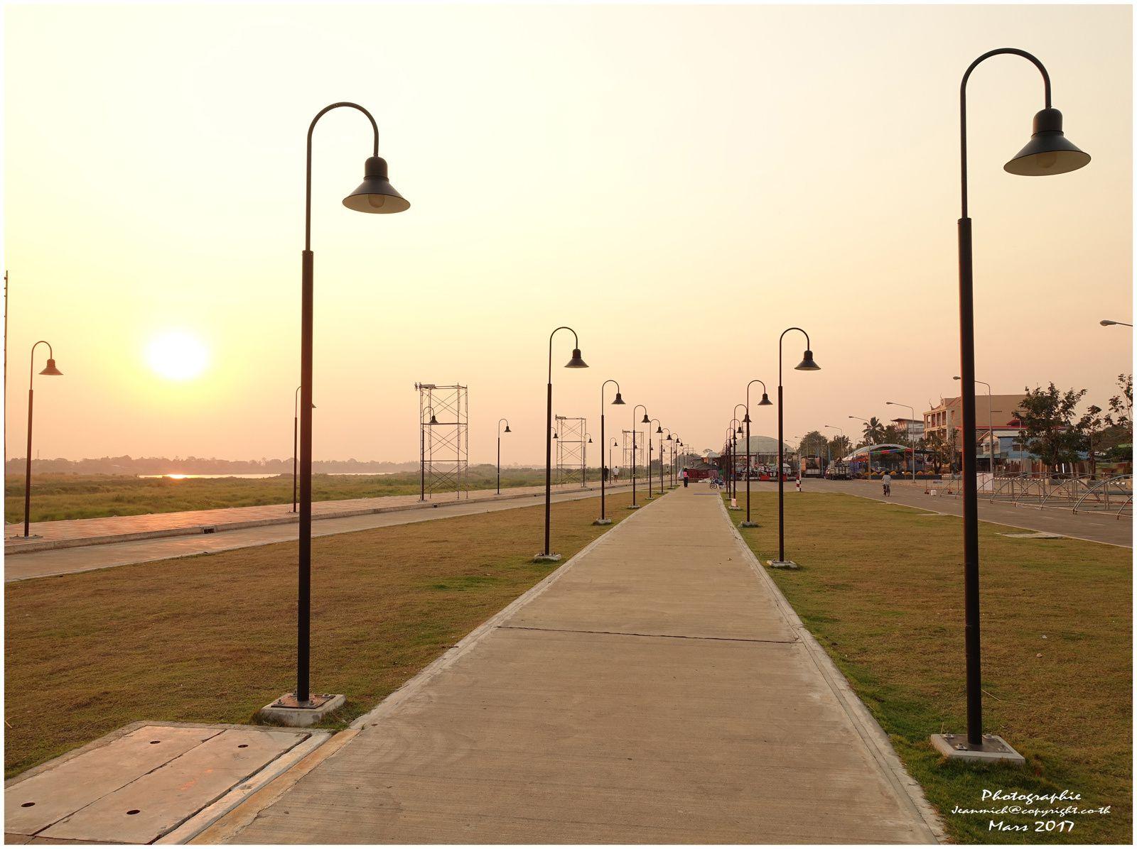 Les premières lueurs matinales du côté de Bueng Kan (extrême Nord-Est du pays)