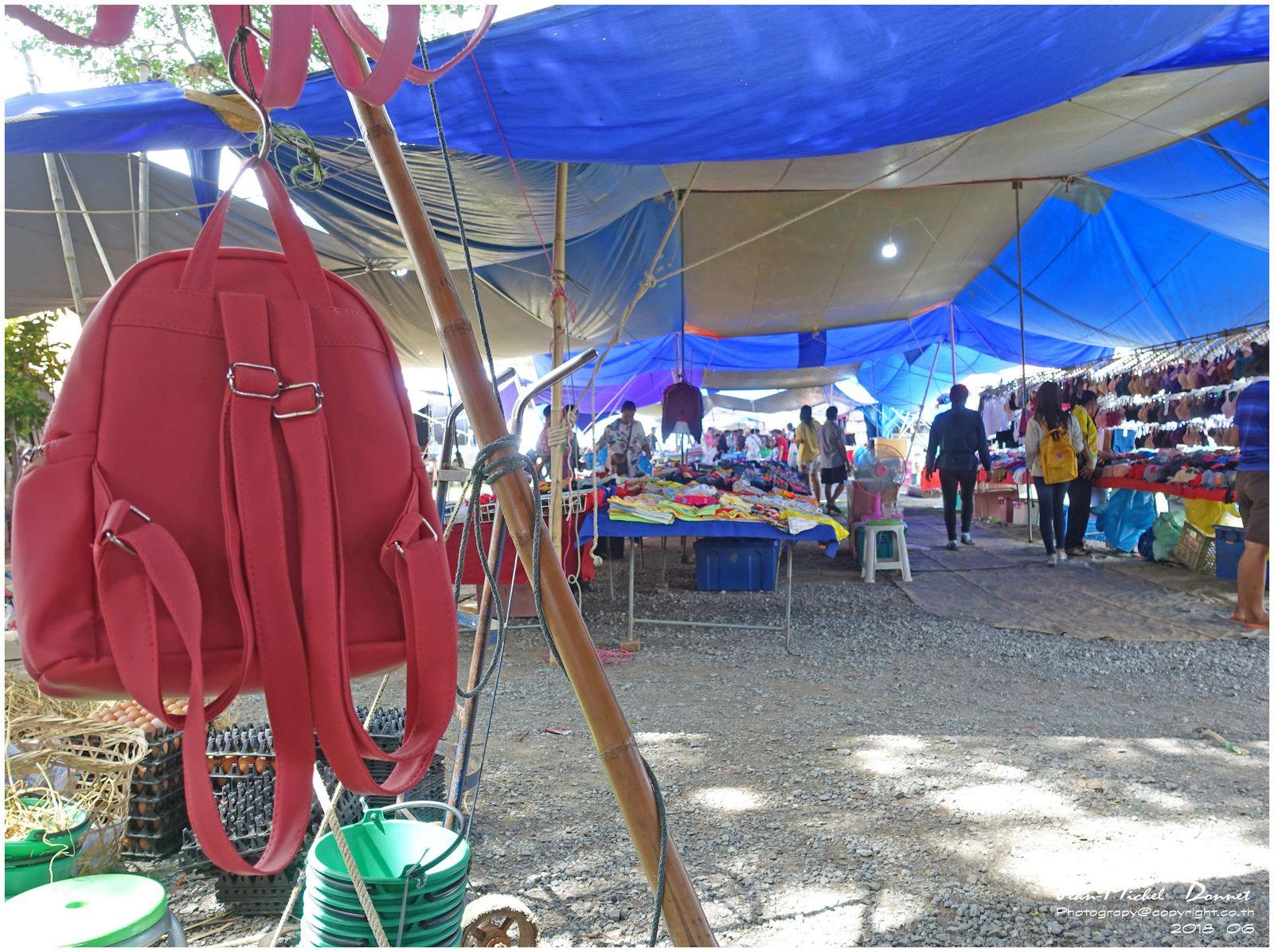 Petit tour sur le marché d'Ubonrat