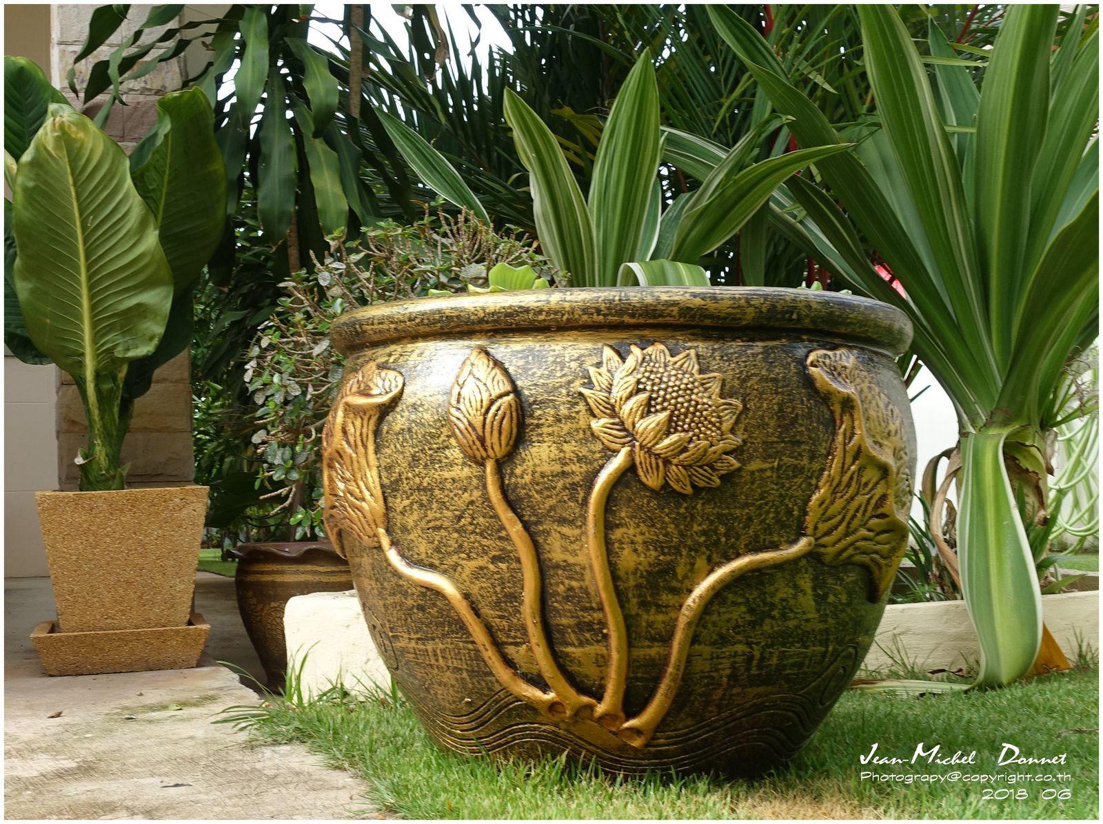 Les poteries ont trouvé leur place.... (Thaïlande)