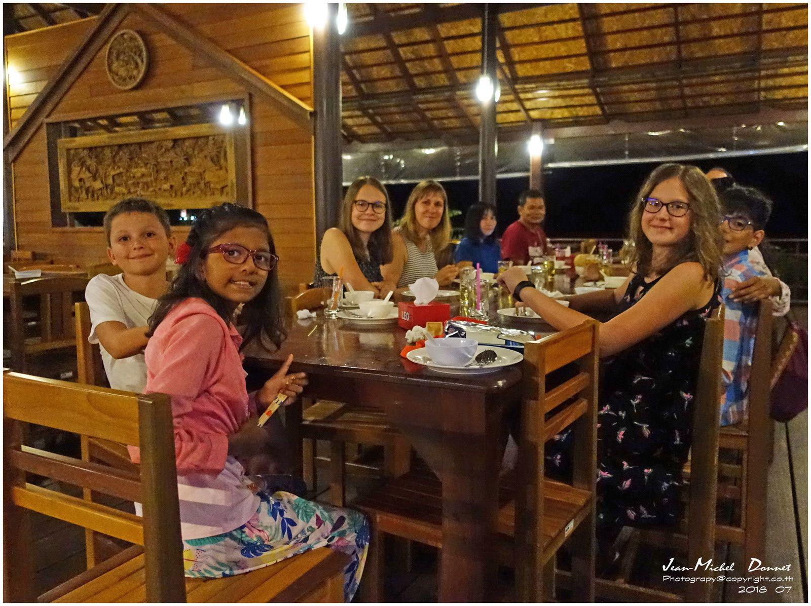 Soirée aux alentours du parc de Khao Yai (Thaïlande)
