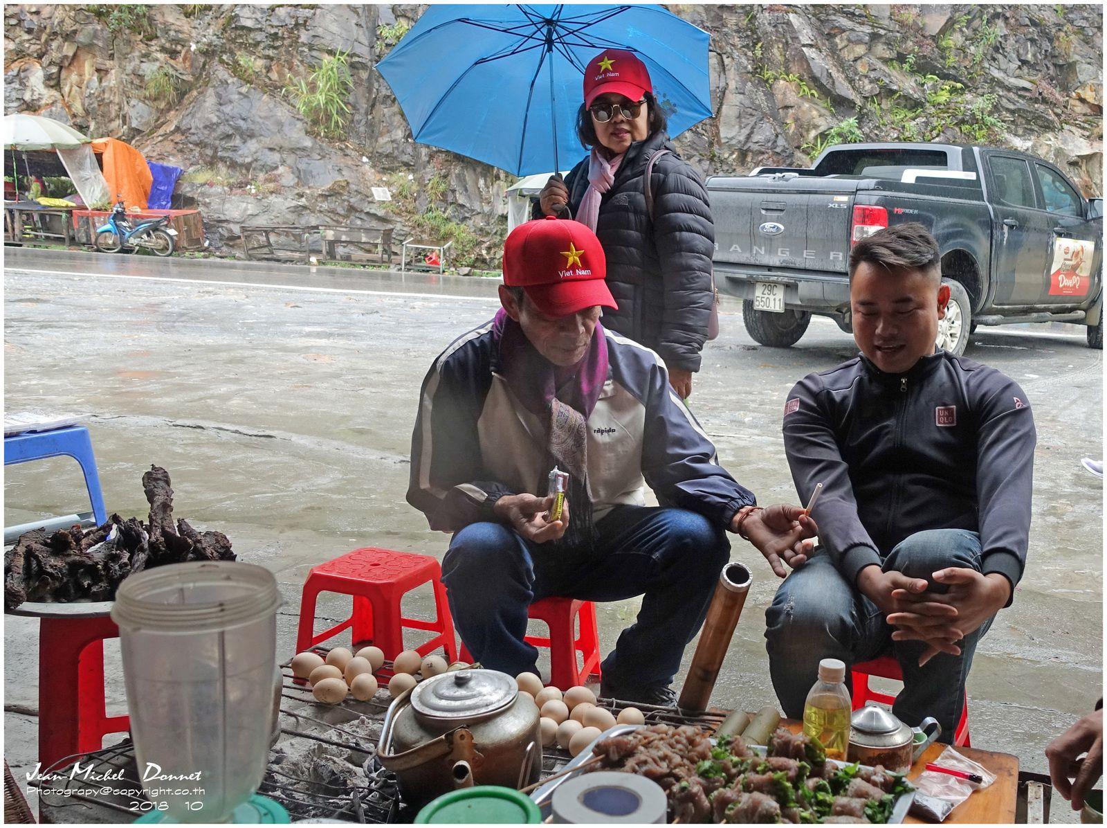 Chutes d'eau du côté de Ta Van Village (Vietnam)