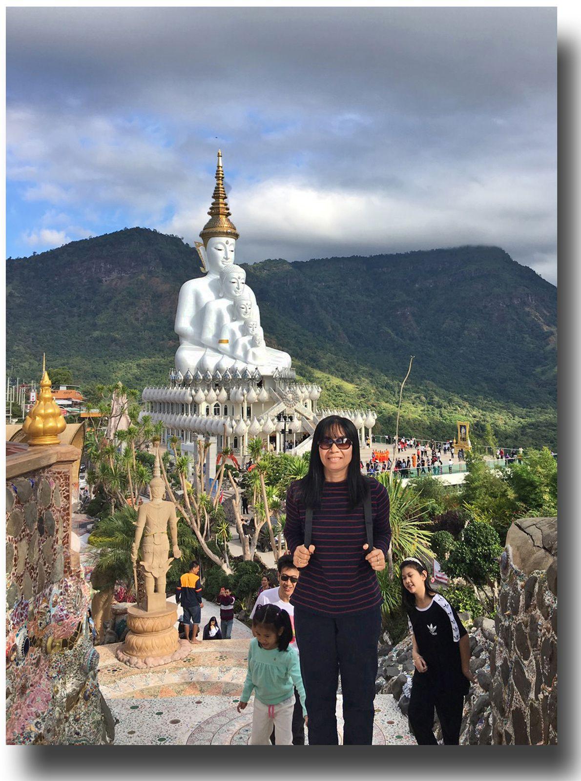 L'un des plus beaux temples de Thaïlande Wat Phasorn Kaew