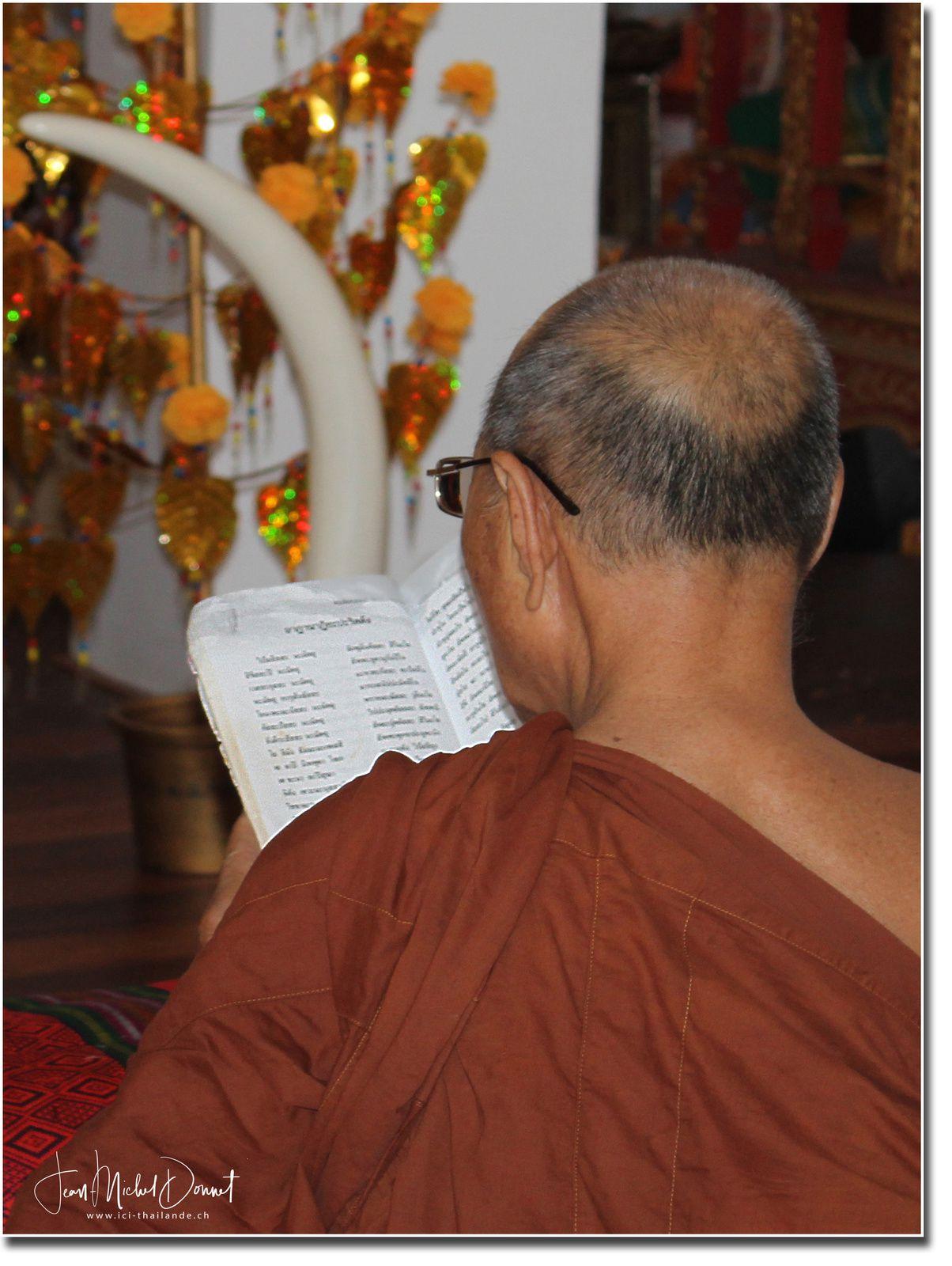 Le big Bouddha d'Ubonrat (Thaïlande)