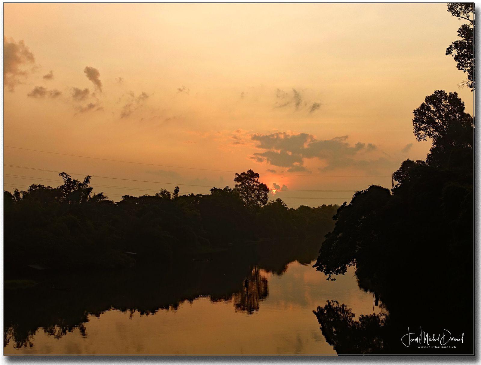 Entre lune 🌕  et soleil☀️ ... (Thaïlande)