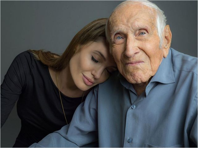 Angelina Jolie et Louis Zamperini Copyright : © Universal Pictures International France
