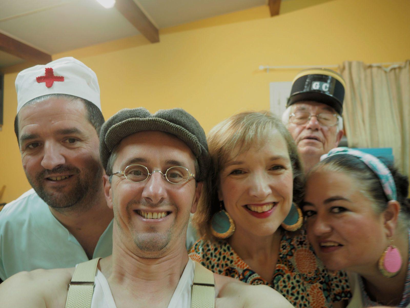 Selfie de la joyeuse troupe en coulisses