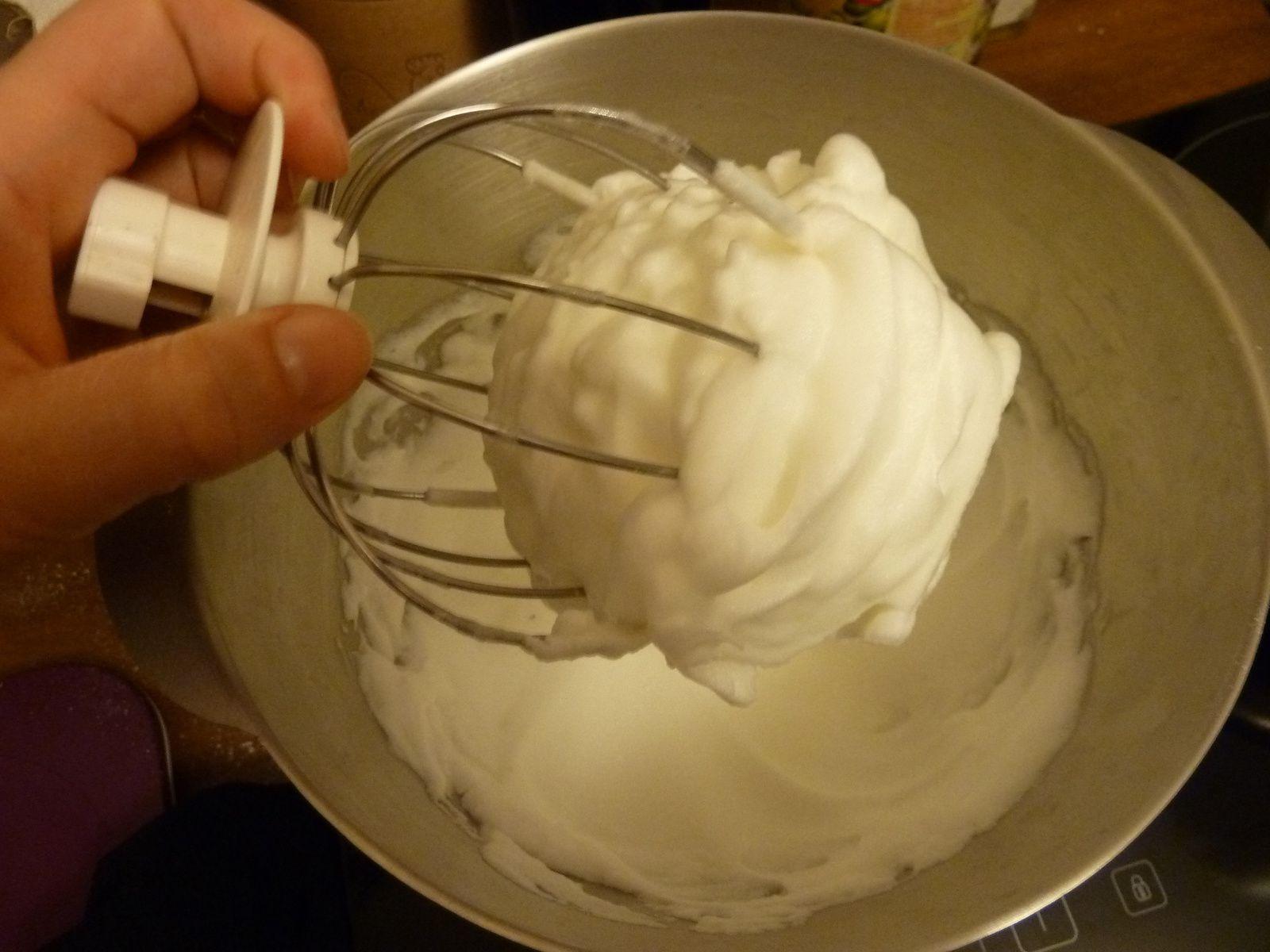 macaron: meringue française