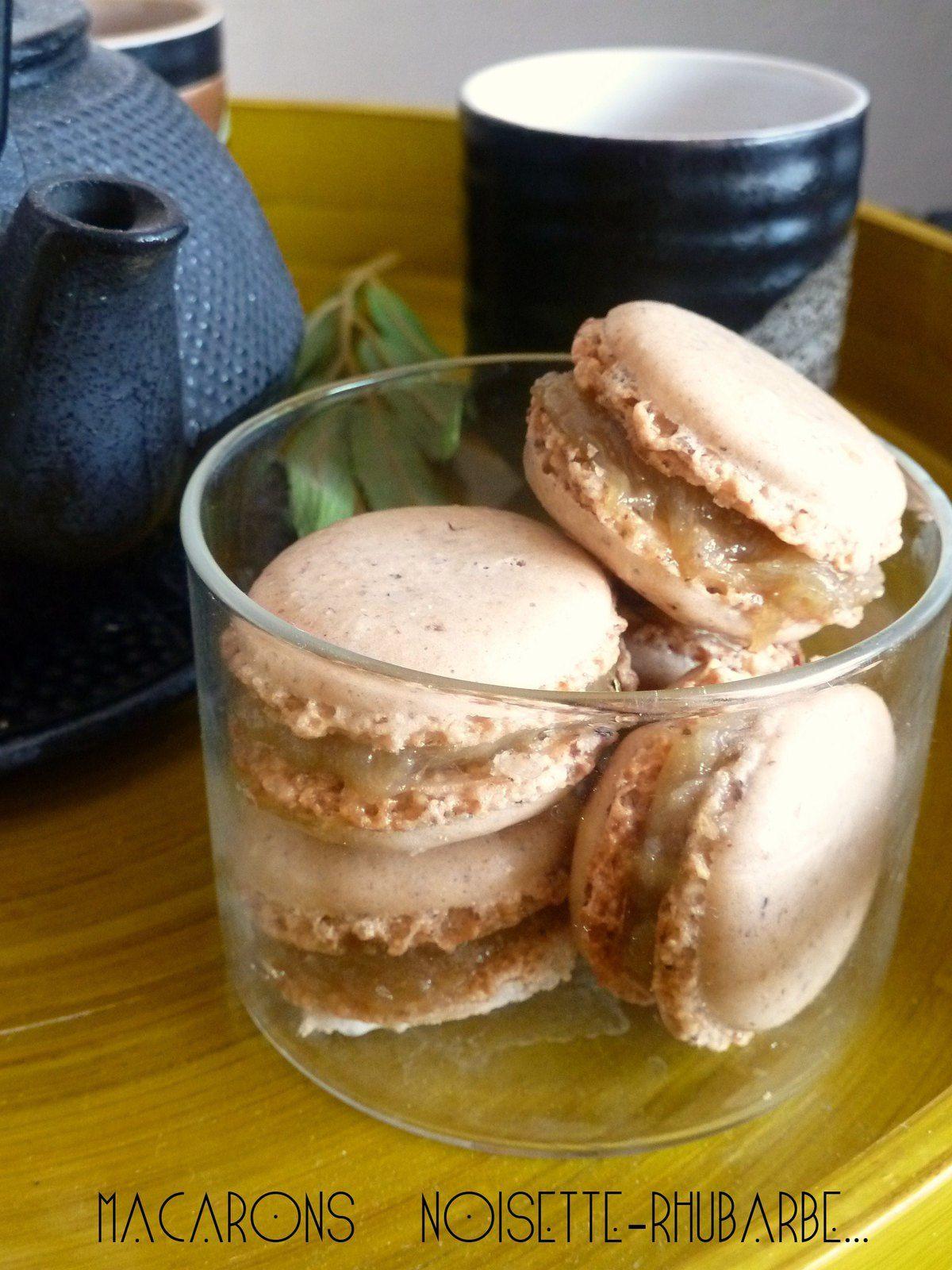 Macarons noisette à la rhubarbe