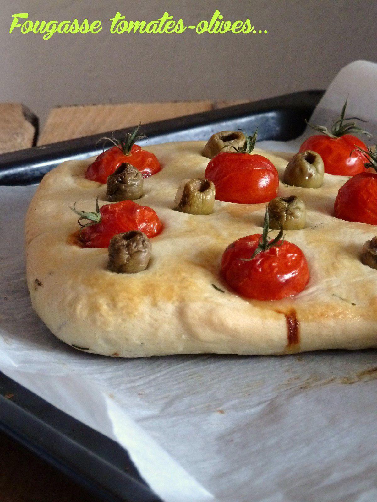 Fougasse aux tomates et olives vertes