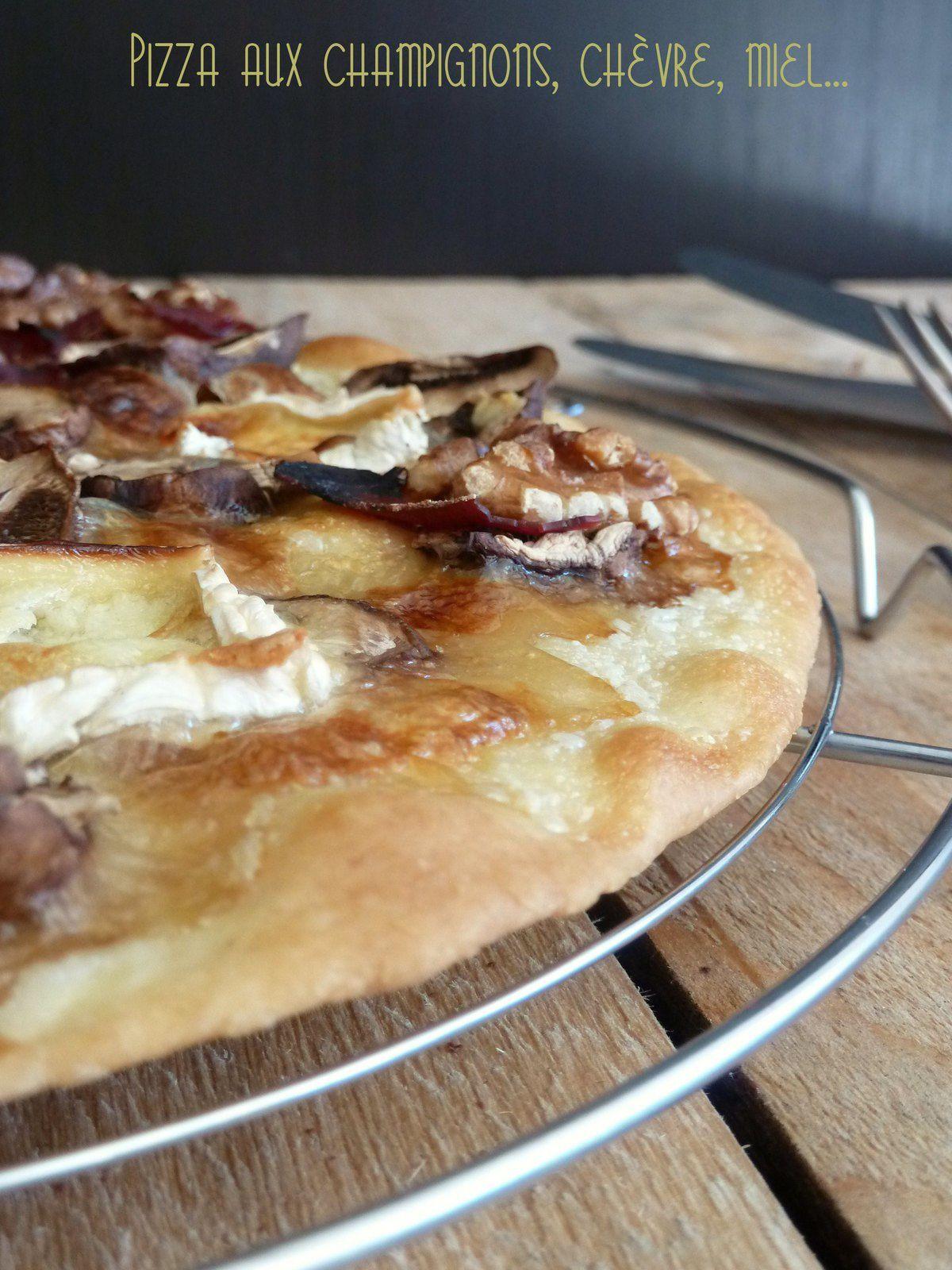 Pizza aux champignons, chèvre, miel ...