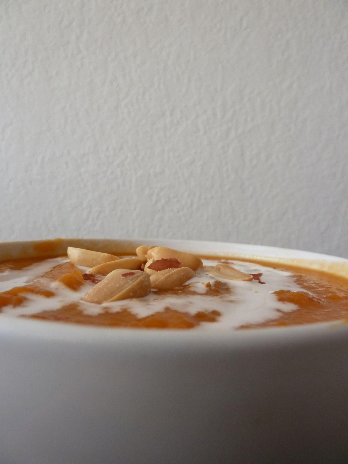 Soupe de patates douce et carottes aux cacahuètes