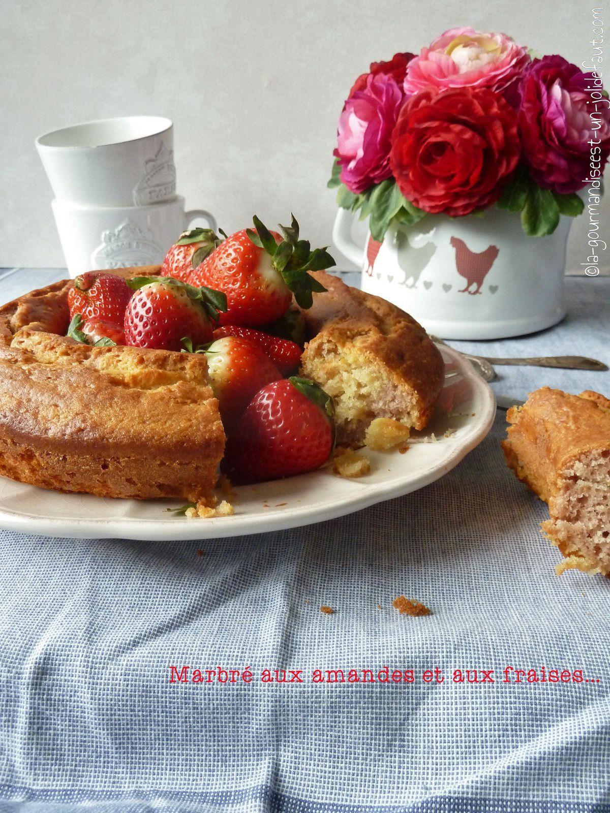 Cake marbré aux amandes et aux fraises