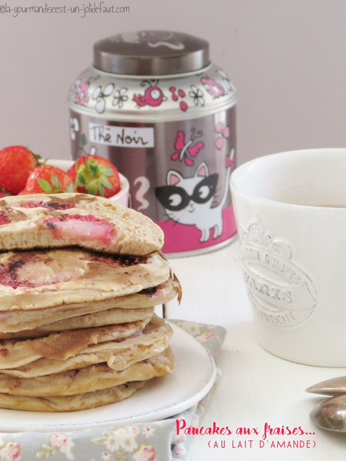 Pancakes aux fraises {et au lait d'amande}