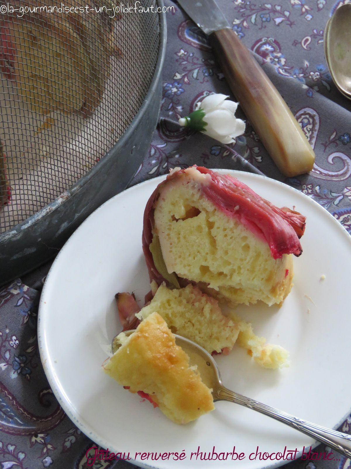 Gâteau renversé à la rhubarbe et au chocolat blanc {au yaourt}