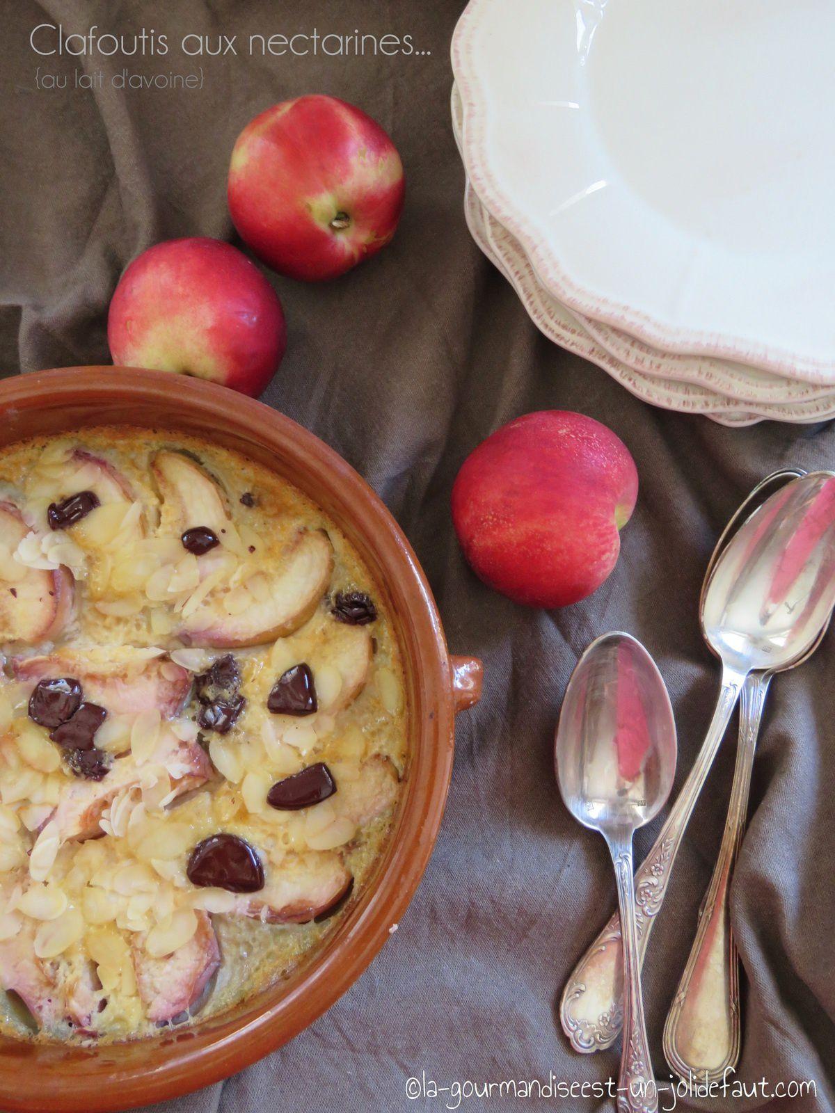 Clafoutis de nectarines aux amandes et un peu de chocolat {au lait d'avoine}