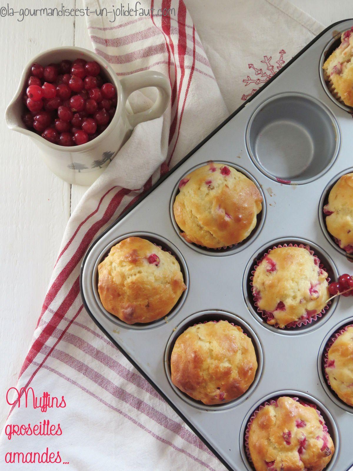 Muffins à la groseille, amande et fleur d'oranger