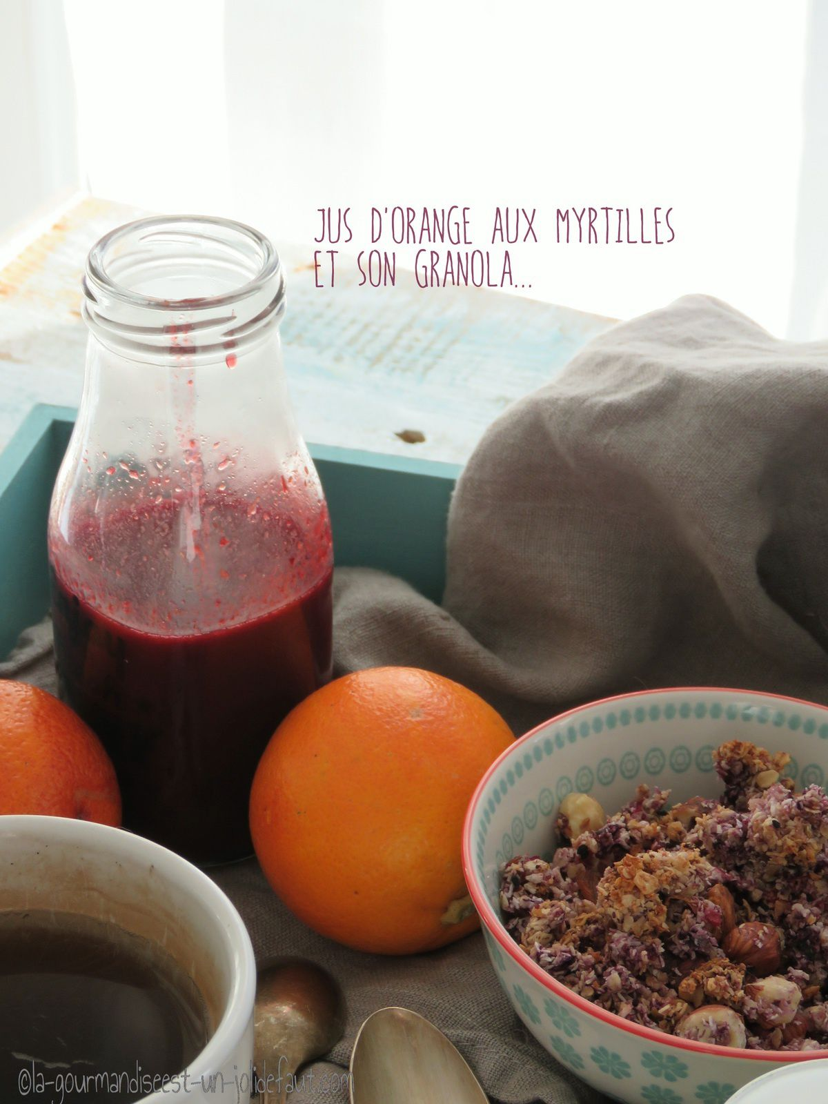 Jus d'orange sanguine aux myrtilles et son granola anti gaspi