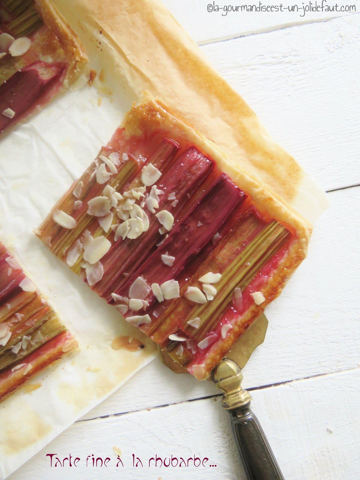 Tarte fine à la rhubarbe