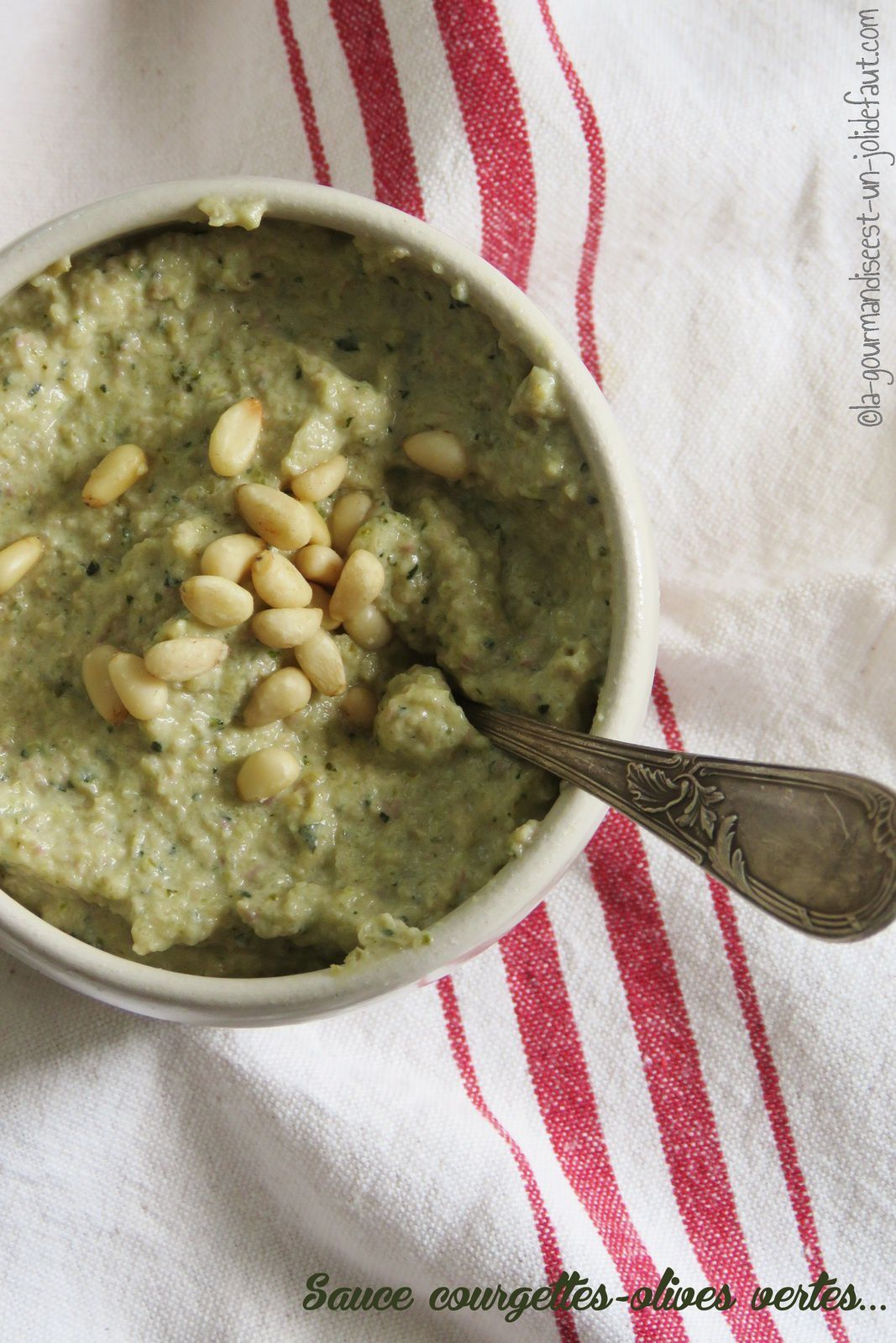 Sauce courgettes-olives à la ricotta