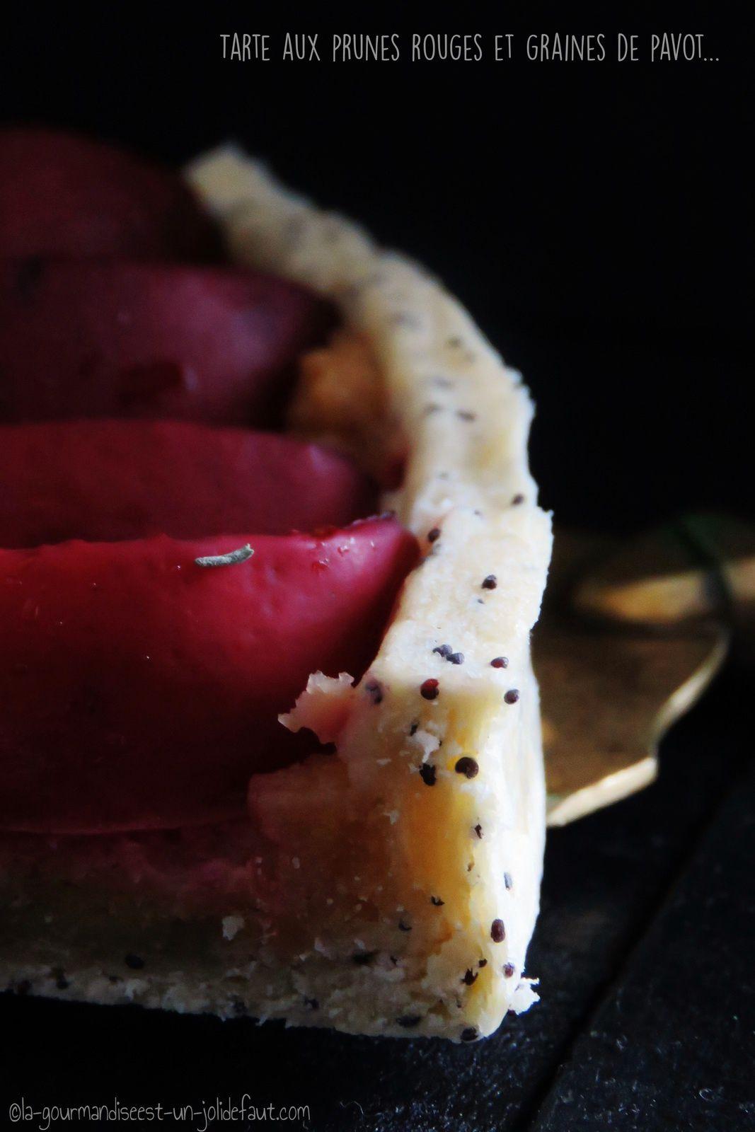 Tarte aux prunes rouge et pavot