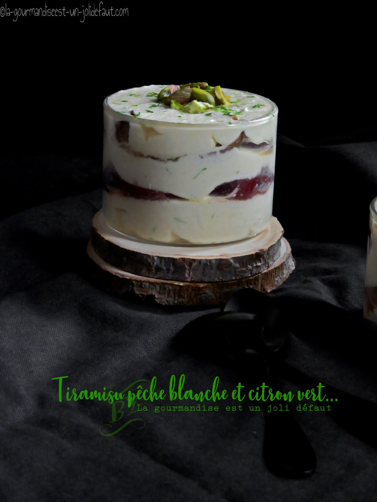 Tiramisu aux pêches blanches, thym et citron vert