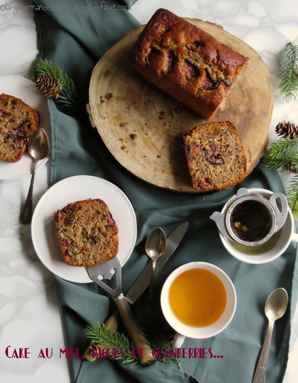 Cake au miel, figues et cranberries