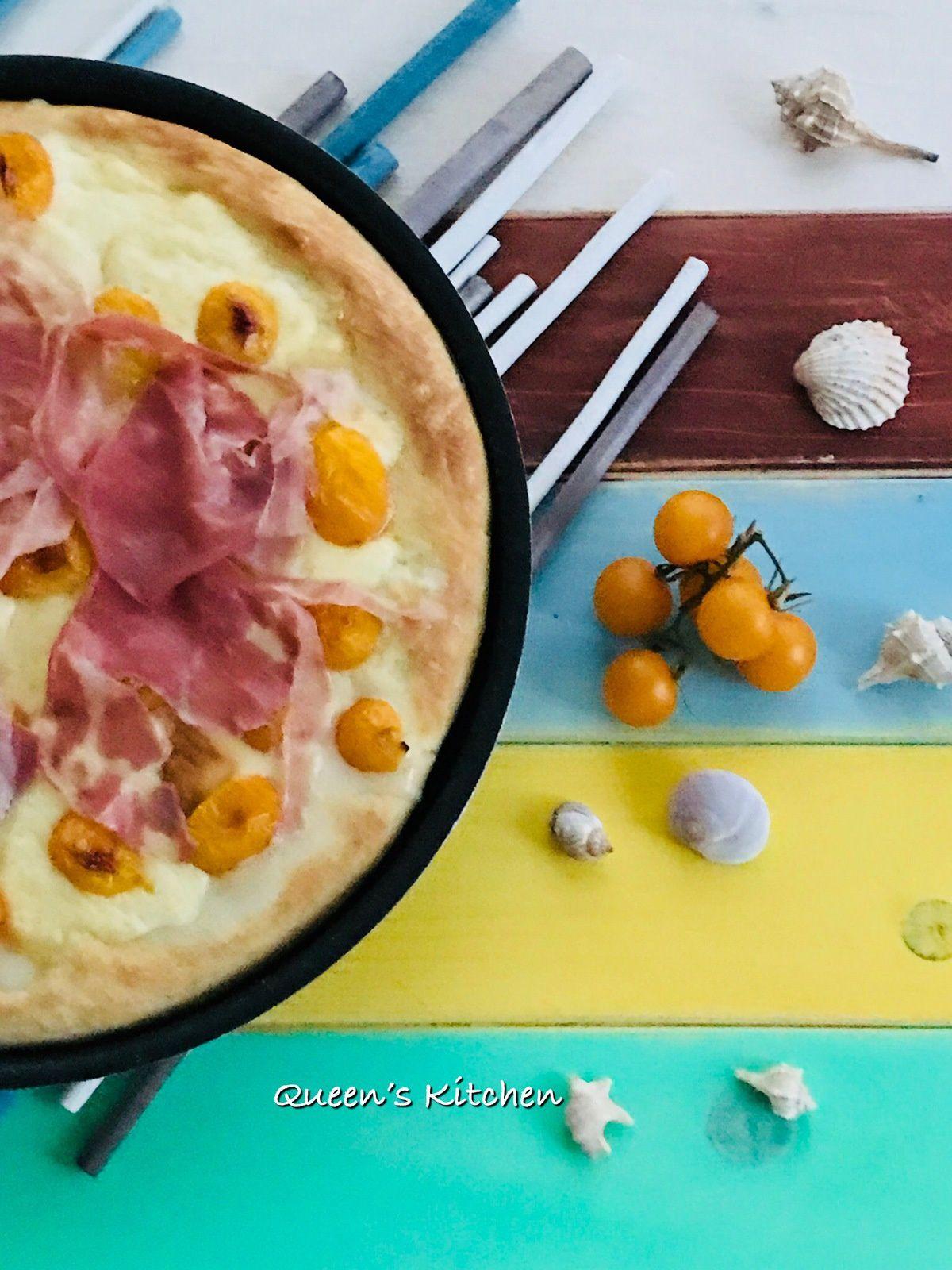 Pizza con Datterini gialli, Scamorza affumicata e Pancetta arrotolata.