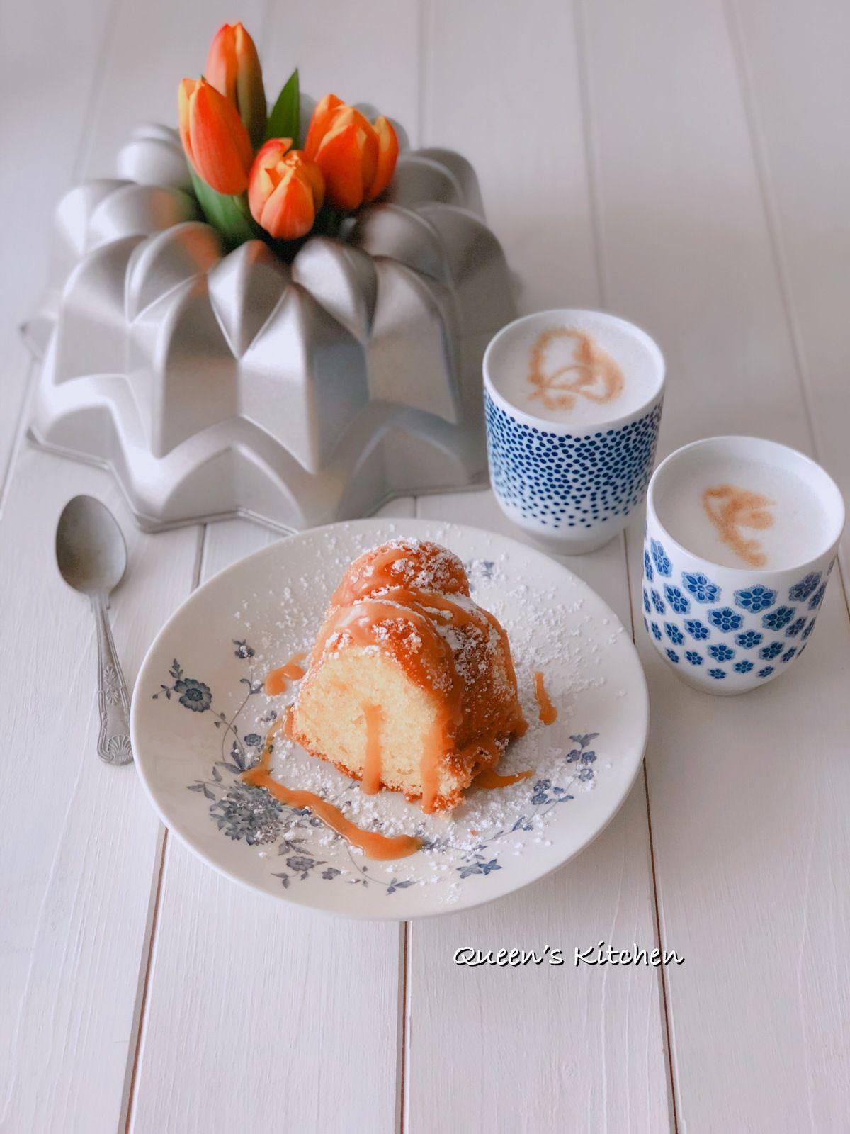 Una fetta di torta e cappuccino: conoscete un modo migliore per iniziare la giornata?
