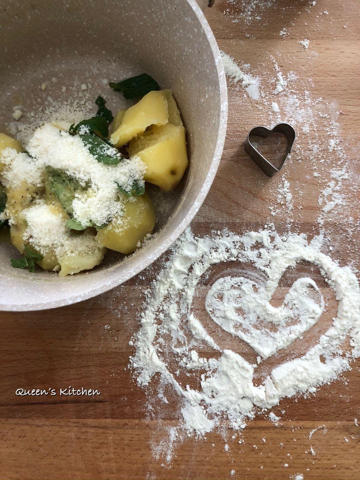 Con gli attrezzi giusti e pochi accorgimenti possiamo preparare la pasta fresca in casa.