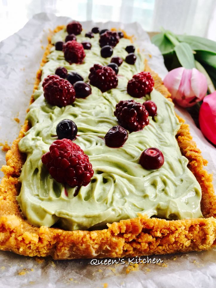 Cheesecake al Tè Matcha con Salsa ai Frutti di Bosco