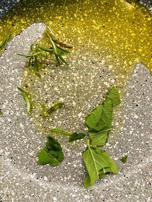 crespelle di farina di castagne con funghi e crescenza
