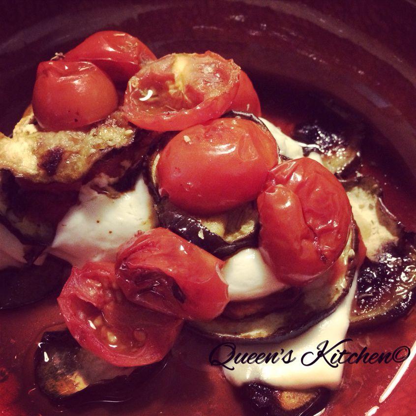 torretta di melanzane con mozzarella e pomodorini confit