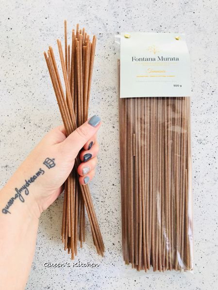 Spaghettoni Integrali alle Vongole con Pesto di Rucola e Anacardi e Datterini Confit