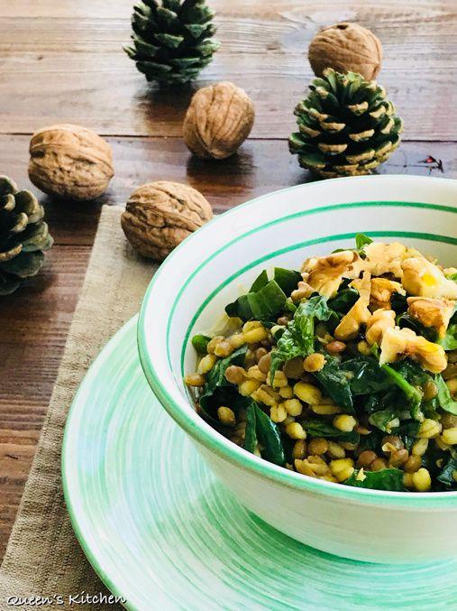 zuppa di orzo e lenticchie con noci e spinaci