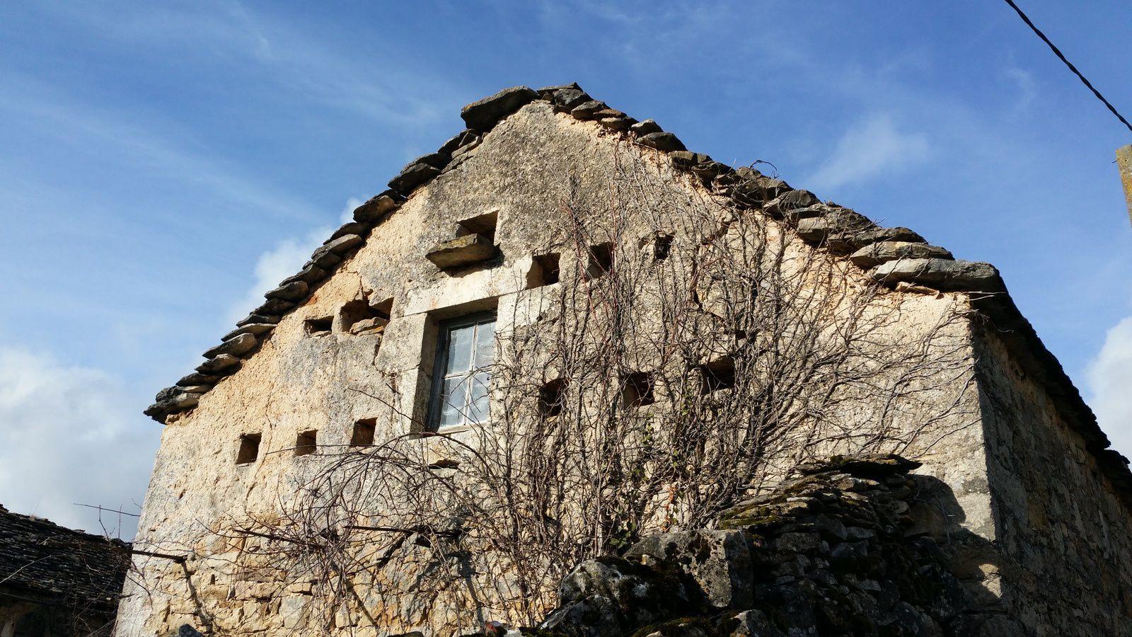 Quelques maisons caussenardes typiques.
